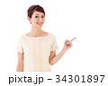 女性 指差し 案内の写真 34301897