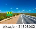 まっすぐな道路と看板 34303082