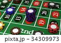 ルーレットテーブルに賭けられたカジノチップ イメージ 34309973