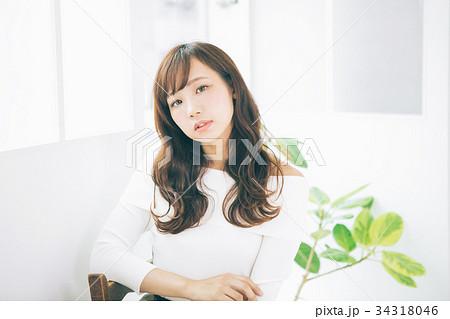 若い女性のヘアスタイルイメージ  34318046