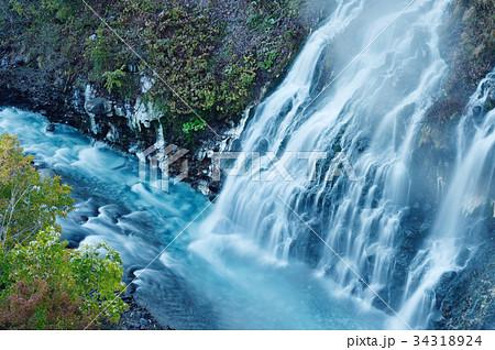 美瑛の白ひげの滝(北海道) 34318924