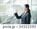 ビジネスウーマン ガッツポーズ キャリアウーマンの写真 34322393