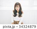 若い女性のヘアスタイルイメージ  34324879