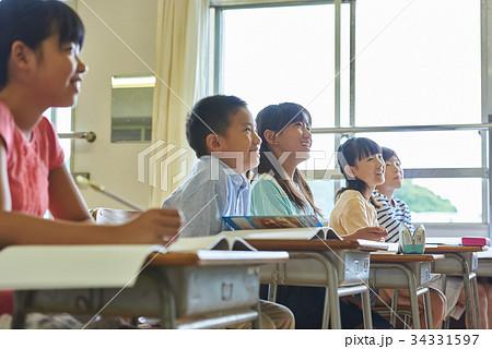 小学校 授業 教室 34331597