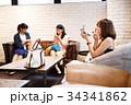 メイク 化粧 メイク直し 友達 友人 女性 ロビー 撮影協力:TENOHA DAIKANYAMA 34341862