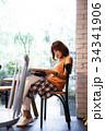 女性 カフェ 人物の写真 34341906