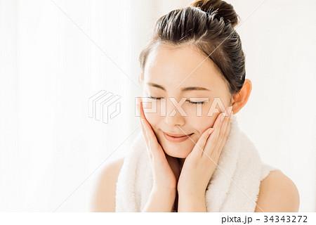 ビューティー スキンケア 若い女性 34343272