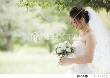 ウェディングドレスの女性 結婚 ブライダル 34347435