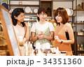 ショッピング 買い物 女性 雑貨 セレクトショップ 撮影協力:TENOHA DAIKANYAM 34351360