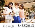 ショッピング 買い物 女性 友達 雑貨 セレクトショップ 撮影協力:TENOHA DAIKANYAM 34352013