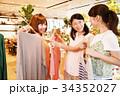ショッピング 買い物 女性 友達 雑貨 セレクトショップ 撮影協力:TENOHA DAIKANYAM 34352027
