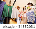 ショッピング 買い物 女性 友達 雑貨 セレクトショップ 撮影協力:TENOHA DAIKANYAM 34352031