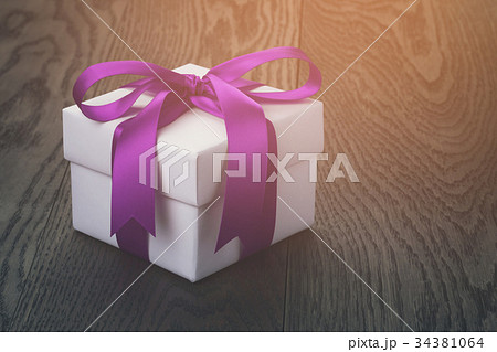 gift box with ribbon bow on old oak tableの写真素材 [34381064] - PIXTA