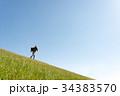 男性 土手 草原の写真 34383570