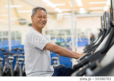 スポーツジム シニア アクティブ 筋トレ  トレーニング イメージ 34386763