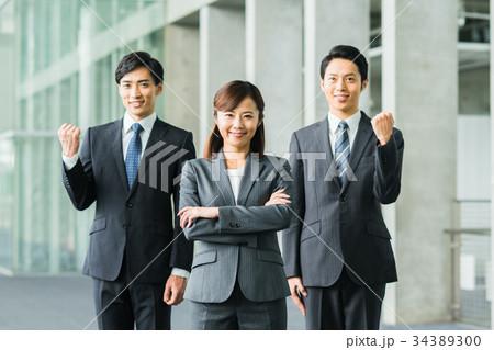 若いビジネスマン  34389300