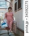 housewife 34392275