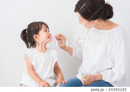 ママと子ども デンタルケア 34393192