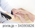 優しい介護・優しい看護イメージ 手を握る ボディパーツ パーツカット 顔なし 34393826