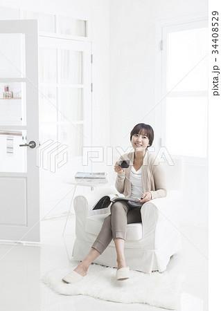 足を組む 若い女性 韓国 34408529