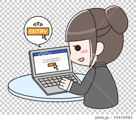 パソコンで企業にエントリーするスーツの女性 34419983
