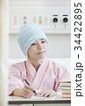 闘病生活 書きものをする女性 34422895