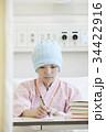 闘病生活 書きものをする女性 34422916