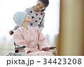 闘病生活 車椅子に乗る母と小学生の娘 34423208