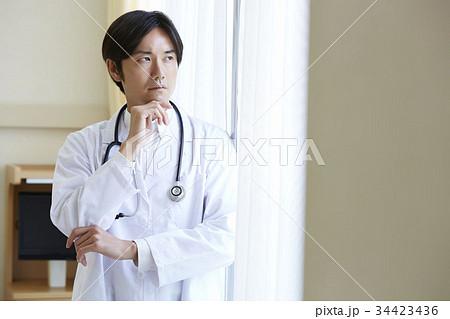 医師 ポートレート 34423436