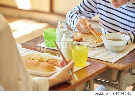小学校 給食 昼休み 34444546