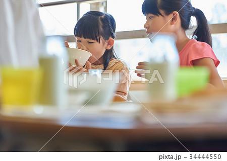 小学校 給食 昼休み 34444550