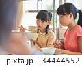 小学生 女の子 給食の写真 34444552
