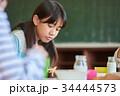 小学生 女の子 給食の写真 34444573
