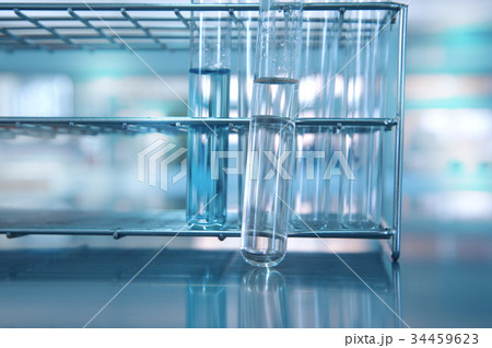 glass test tube with water in metal rack in labの写真素材 [34459623] - PIXTA