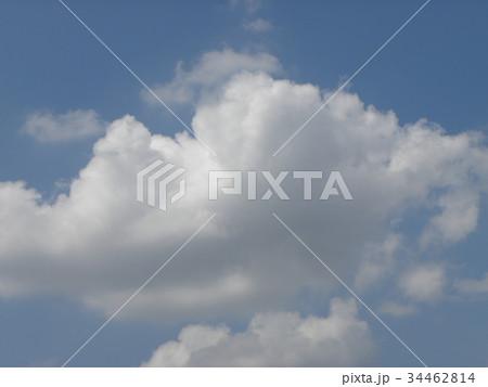 秋の青空に白い雲 34462814
