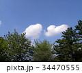 秋の青空に白い雲 34470555