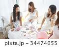 女性 ベッド パーティの写真 34474655