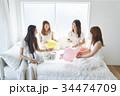 女性 ベッド パーティの写真 34474709