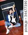 ギターと女性 34477390