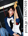 ギターと女性 34477409