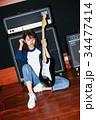 ギターと女性 34477414