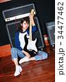 ギターと女性 34477462