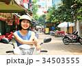 ベトナム ハノイの女性とバイク 34503555