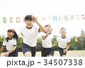 運動会で走る小学生 34507338