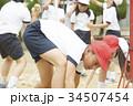 運動会で玉入れをする小学生 34507454