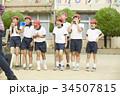 運動会に参加する小学生 34507815