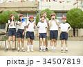 運動会に参加する小学生 34507819