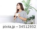 カフェの若い女性 34512932
