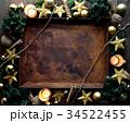 クリスマスツリーと星型のオーナメントと錆びたトレー 34522455