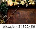 クリスマスツリーと星型のオーナメントと錆びたトレー 34522459